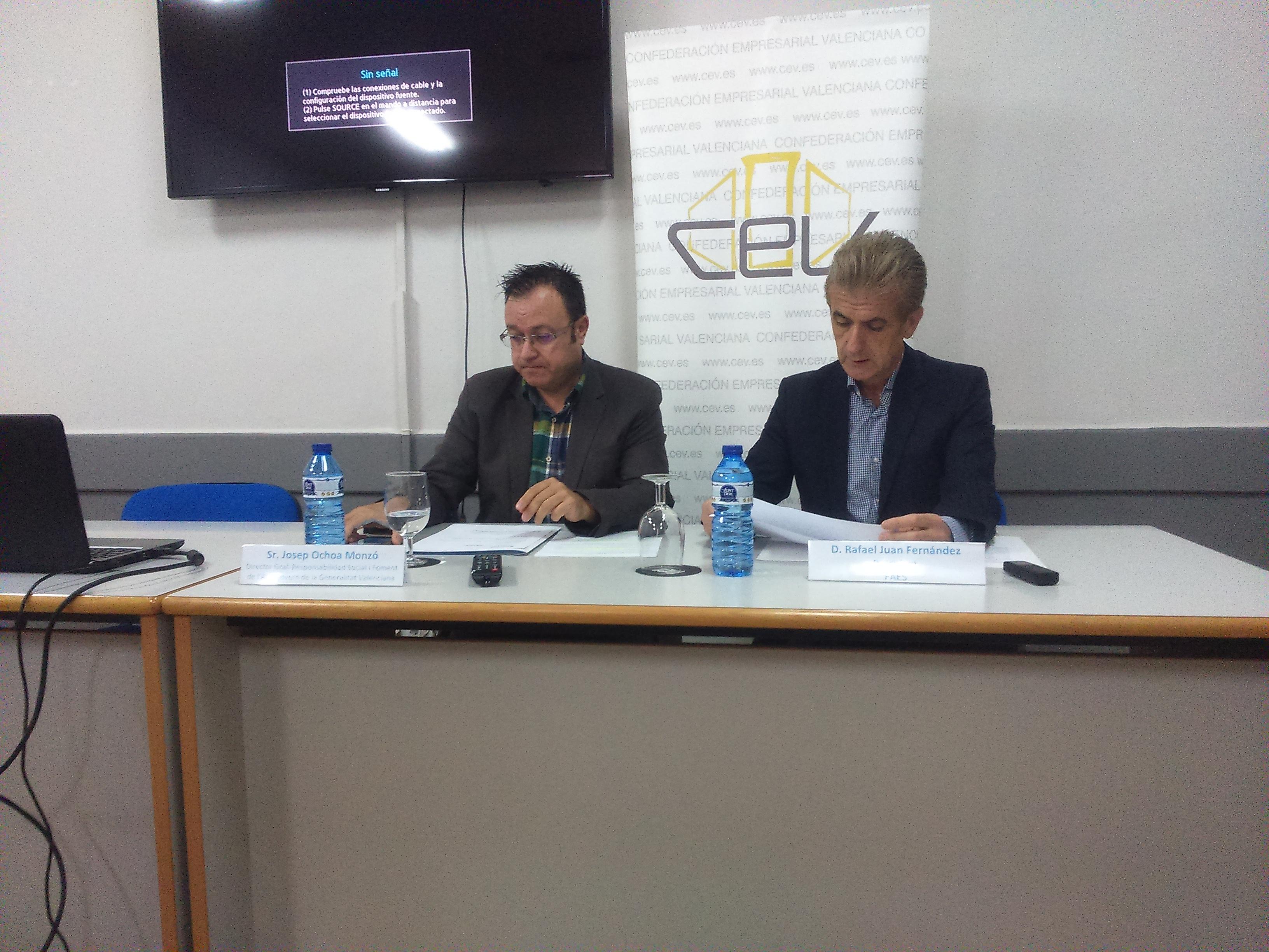 Juan y Ochoa durante la presentación