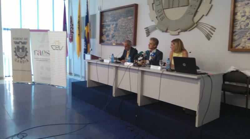 """Briones presenta la """"carta de servicios"""" del Servef en una jornada organizada por FAES y CEV"""